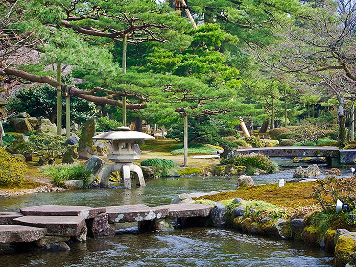 Kenrokuen Garden Travel Tips - Japan Travel Guide - japan365days.com